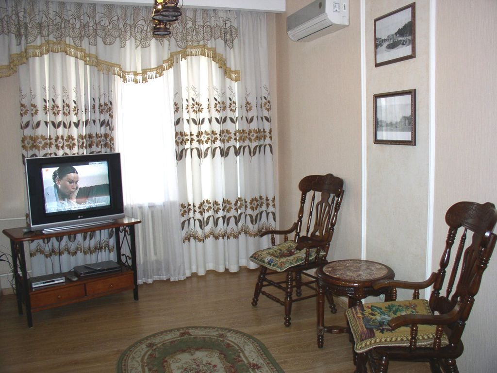 One-room. 20 Lesi Ukrainky blvd. Centre of Kiev - Studio Apartment, Sleeps 2