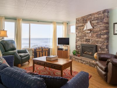 Photo for 3 Bdrm, 2 bath, oceanfront, balcony. Wifi. Sleeps 2-8
