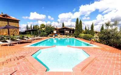 Photo for Nice apartment with A/C, pool, WIFI, TV, patio, panoramic view and parking, close to San Gimignano