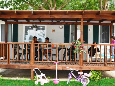 Photo for Well-kept chalet with covered veranda on Lake Trasimeno