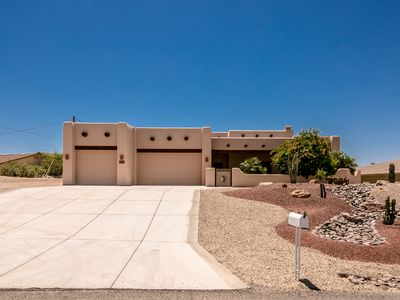 Photo for Santa Fe Pool Home w/Lake Views. Lots of Boat Parking. Close to Windsor Launch.