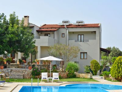 Photo for One bedroom Apartment, sleeps 4 in Vámos with Pool, Air Con and WiFi