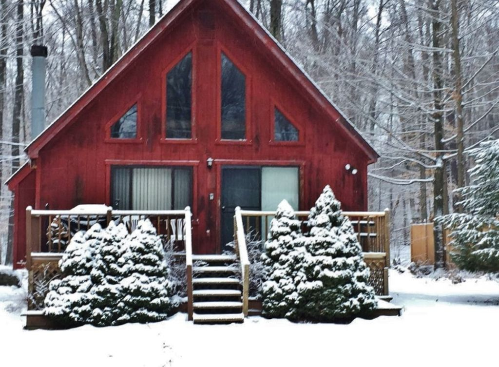 2br pocono lake cabin w heated pool access tobyhanna for Lake cabin rentals pennsylvania
