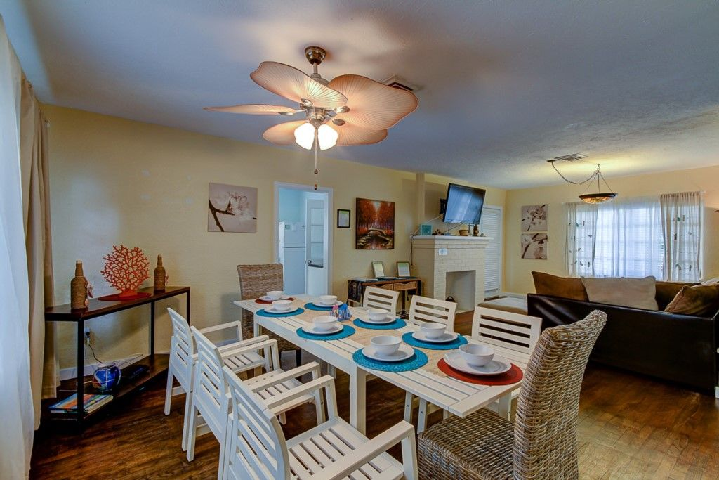 4 Bedroom Vacation Beach House For Rent In North Clearwater Beach July Deals Clearwater Beach