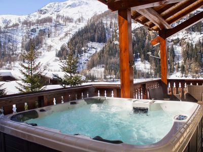 Photo for Beautiful CATERED 14 Bed Chalet With Mountain Views And Jacuzzi - Near Slopes!