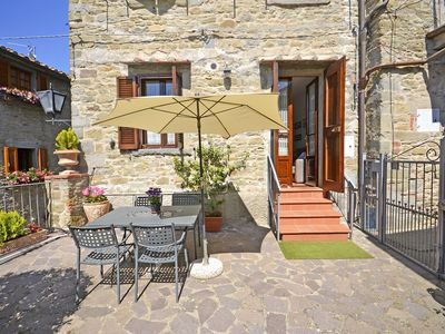 Photo for Apartment in Cortona with 2 bedrooms sleeps 4