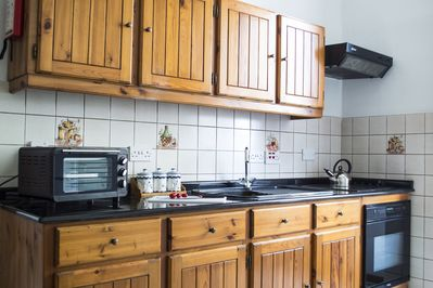 The fully equipped kitchen enables you to cook your own meals.