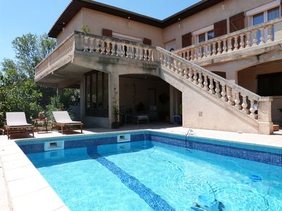 Photo for Charming and quiet villa with swimming pool