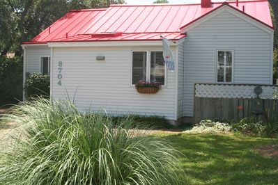 Charming Flamingo Cottage - your home away from home!