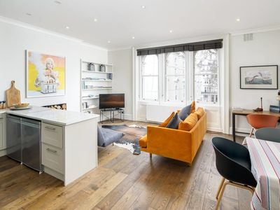 Photo for 1 bed in a leafy square near Paddington, sleeps 3