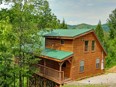 GET OFF THE BEATEN PATH AT THE UP A CREEK CABIN