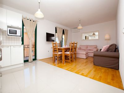 Photo for Apartment 4 + 2 with two bedrooms, wifi, private parking, near the beach