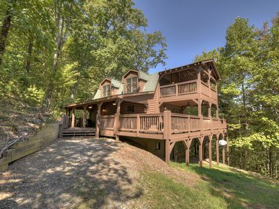 The Wolf Den Cabin can sleep 6 with beautiful decks, hot tub, fireplace & a view