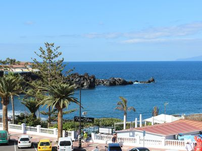 Photo for Apartment right on the beach of Playa de La Arena, with balcony and sea view