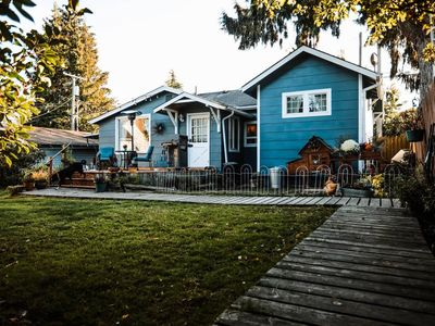 Photo for The Cozy Cottage: Pet friendly and blocks from town