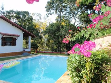 Detached home with Swimming Pool & Garden-Penedo/ 176 KM from Rio de Janeiro