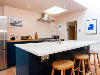 Photo for Delightful home sleeps 2 between Clapham and Brixton (Veeve)