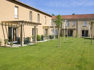 Photo for Houses in a holiday park with swimming pool and sauna in the beautiful Dordogne