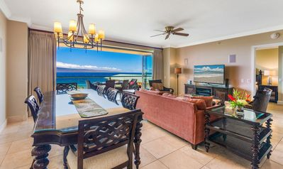 Spacious living room with Tommy Bahama furniture.