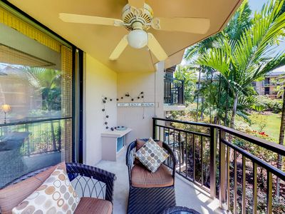 Photo for Breezy Kona condo next to the beach w/shared pool, hot tub & ocean views!