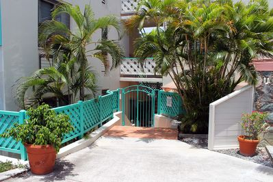 Entrance to Battery Hill Condos