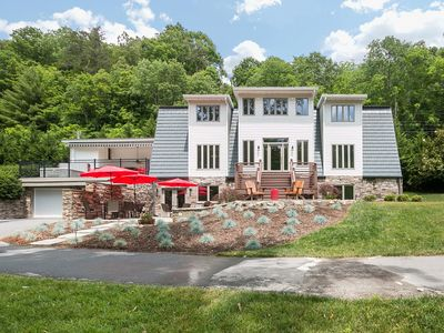 French Broad River Lodge - Riverfront Setting With Upscale Amenities