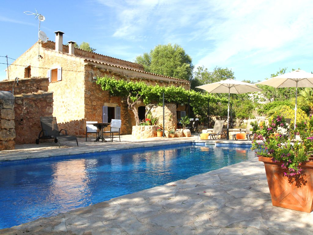Fantastic country real estate in mallorca with private - Casas americanas modernas ...