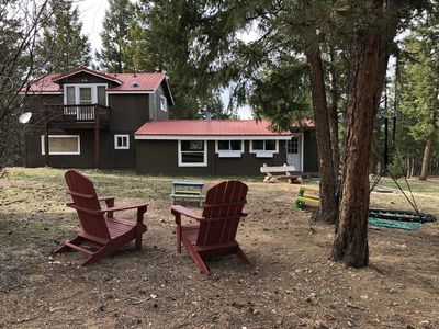 Family Friendly Cabin with plenty of outdoor space to relax and play!