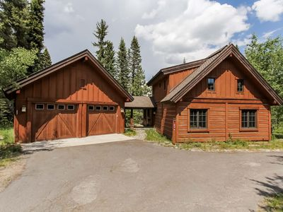 Photo for Tamarack Resort Chalet with Hot Tub, Mountain View & BBQ - Good for Groups, Wifi Included