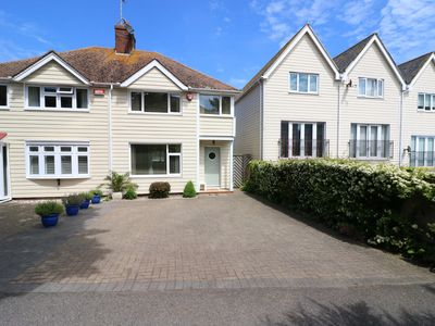 Photo for HARBOURLIGHTS COTTAGE, family friendly in Broadstairs, Ref 916858