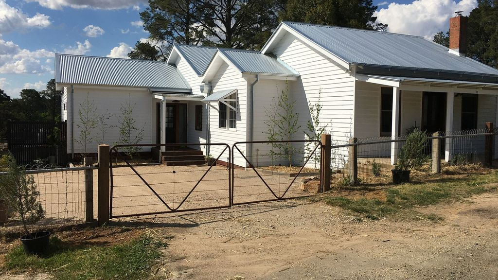 The Lakehouse Beechworth- Absolute Lake Frontage