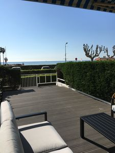 Photo for Apartment 34 m² bedroom cabin GOLFE JUAN Garden level Beachfront terrace
