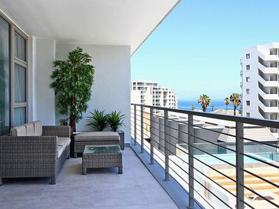 Photo for Modern 2 Bedroom Holiday Apartment