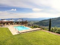 Stunning location, panoramic views and property. Coupled with a very kind and helpful host -5 stars!
