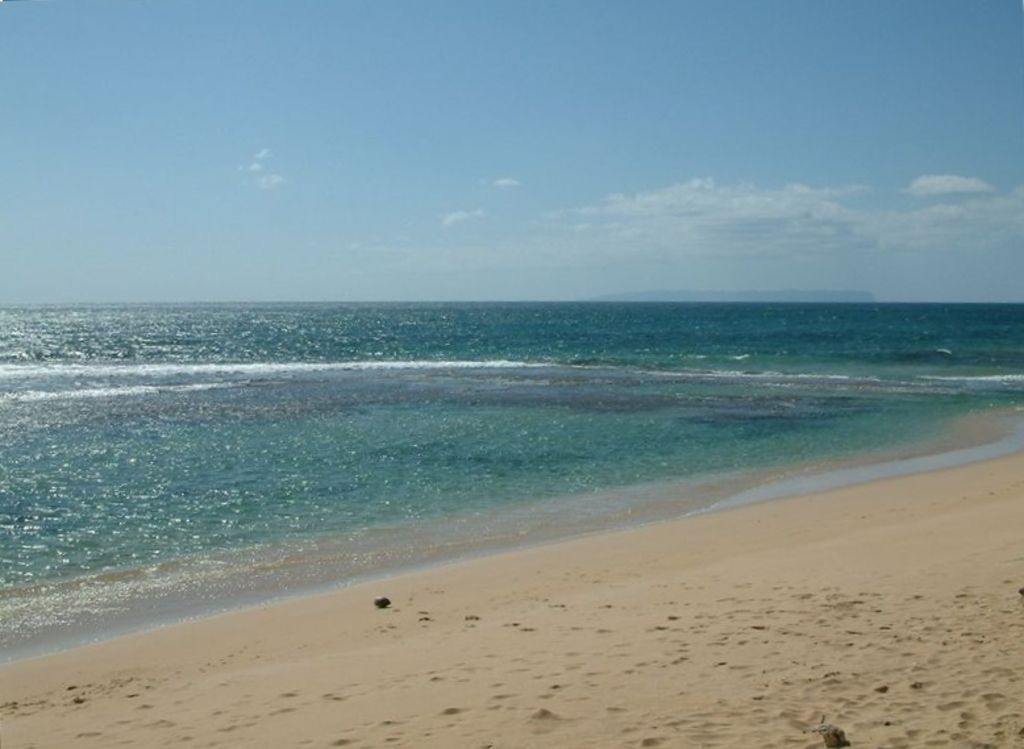 Two Minute Walk To Reef Protected Swimming Ideal For Children