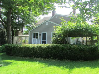 1795 Carriage House set in 2 acres of Lawns and gardens
