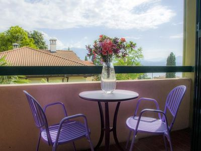 Photo for Central and quiet 3½-room apartment with beautiful lake view