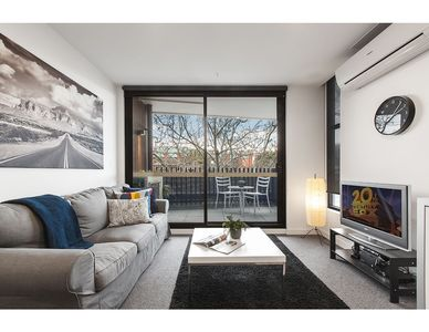 Photo for Modern 2 bed apartment in trendy Collingwood