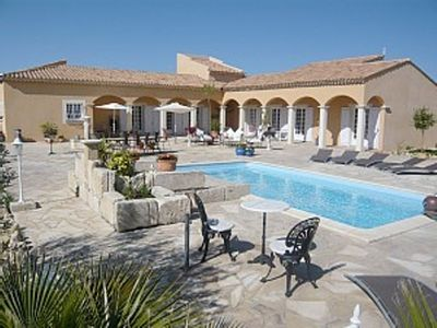 Photo for Little paradise, close to Arles, Provence, spacious terrace and pool