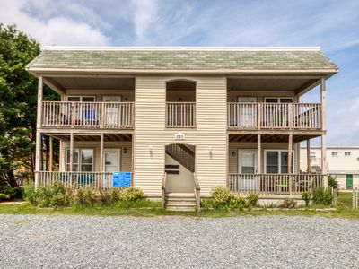 Photo for Cozy, dog-friendly beach condo w/ furnished deck & full kitchen