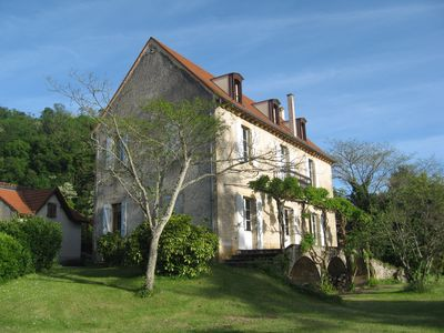 Photo for Magnificent mansion near the beach of the Dordogne River and 12 km from Sarlat