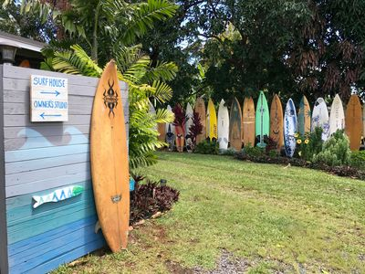 Welcome to our Haiku Surf House - the colorful cottage in the country