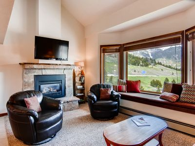 Photo for Bright condo across from Copper's village. 3 min walk to lifts, Pet friendly