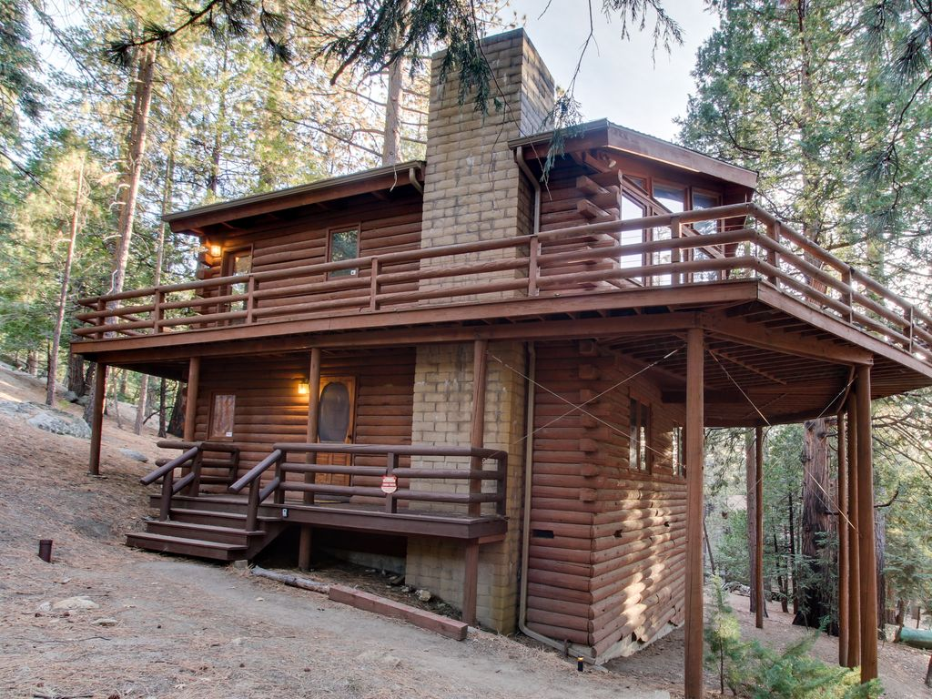 Charming dog friendly two story cabin lodge w deck great for 2 story cabin