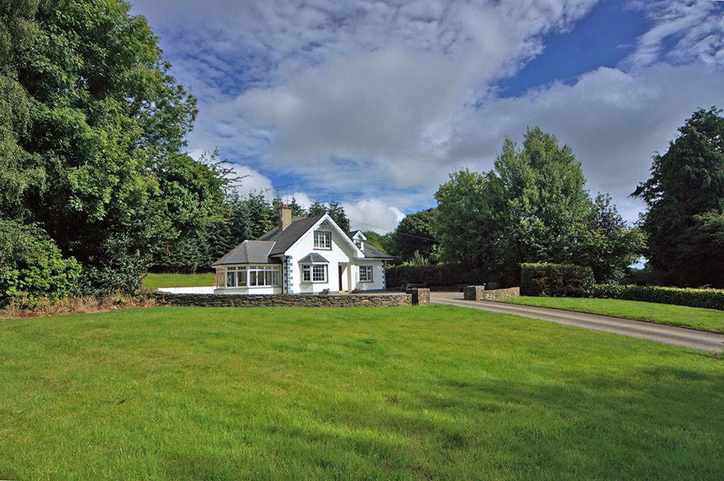 Detached dormer bungalow, at the end of a cul-de-sac road, in idyllic quiet  secluded location… - Craanford