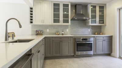Photo for New Listing: Gorgeous EH Condo, w/ Tennis Courts & Pool, Close to Beaches