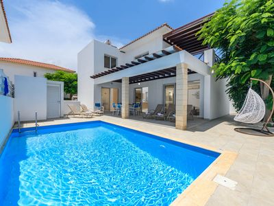 Villa Konnos Breeze - 3 bedroom villa in a family friendly complex