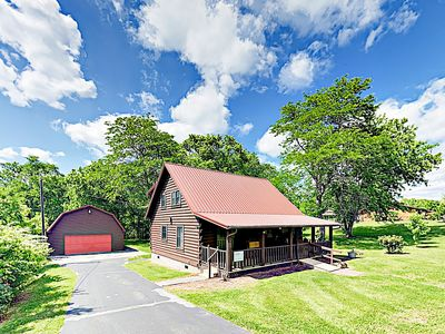 "Photo for New Listing! Renovated ""Tennessee Burrow"" - Amazing Locale & Large Yard"