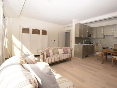 Photo for Stylish and newly redecorated One Bedroom oasis in Kensington