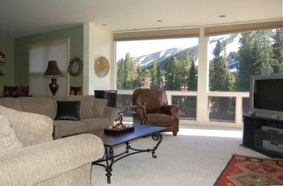 Living Room with spectacular views, 50' flat screen HD-TV and free WIFI.